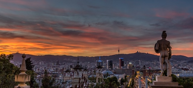 Image of Barcelona at Dusk. Nery Alaev discusses real estate investment into Barcelona